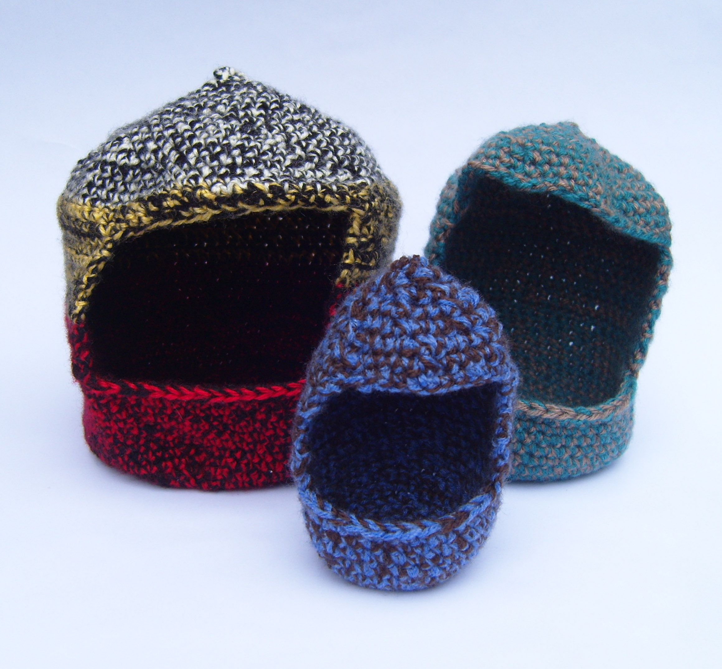 Crafting for Charity - use your crochet skills to make nests and cave for animal shelters near you.